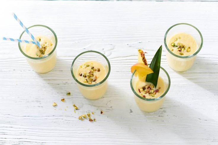 Waan je op een tropisch eiland met deze fruitige smoothie - Recept - Allerhande