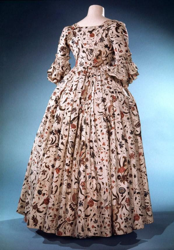 This gorgeous printed cotton dress was exported from India. England, 1740s. Royal Ontario Museum, ROM Textiles (@ROMTextiles) | Twitter