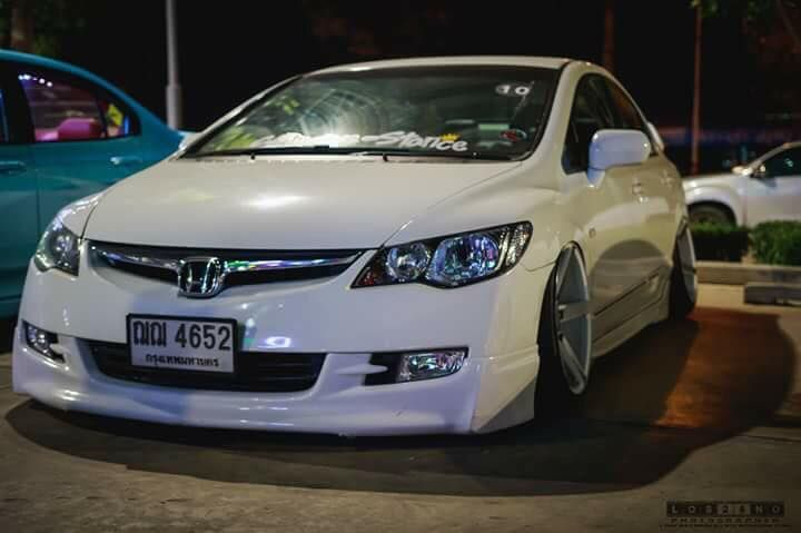 Honda Civic Sedan With Air Suspension sittling low on the graund. Thai Honda Civic owners Meet. #lowered #stance #perofrmance