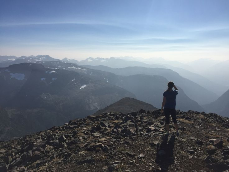Loosing my mind from exhaustion, epic 360 mountain vista views, and dehydration. 30km and 11 hrs of hiking to the peak of Mt Washington in Strathcona Park. My first mountain peak I've climbed in my life! Epic!!!