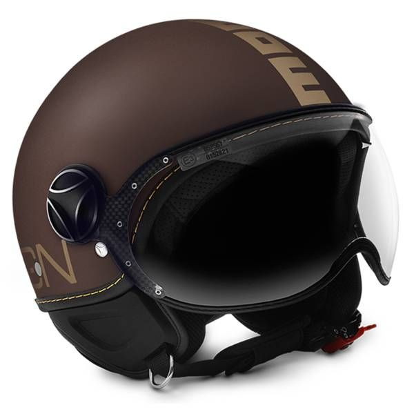 Momo Design vous propose le casque jet FGTR Evo Un design historiquement inspiré des casques des hélicoptéristes enrichis de détails esthético-fonctio