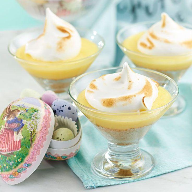 Ljuvlig liten dessert för citronmarängpajälskare och andra! Den gula färgen ger extra påskkänsla och den sötsyrliga smaken sitter fint både efter påskbuffén och till kaffet
