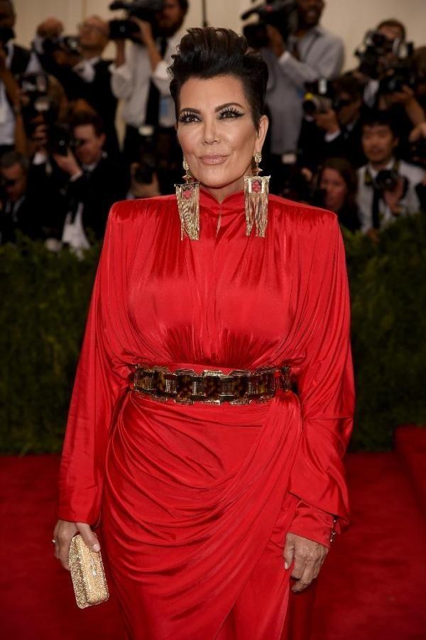 Kris Jenner Net Worth Increased As She Shuts Down Tummy Tuck Rumors! - http://imkpop.com/kris-jenner-net-worth-increased-as-she-shuts-down-tummy-tuck-rumors/