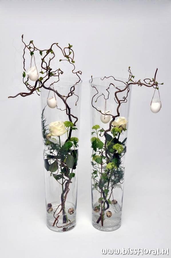 Voorjaar met o.a. rozen en kronkelhazelaar