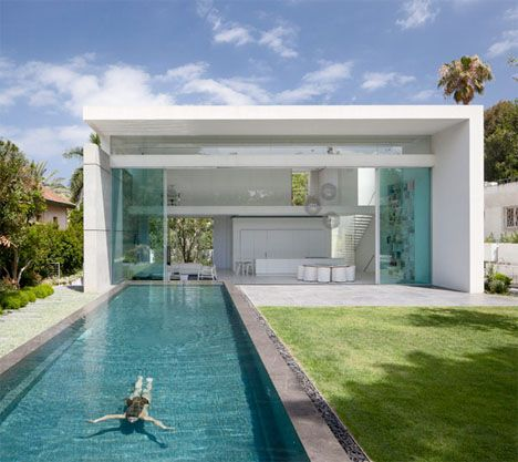 Double Courtyard Cube House Israel 1