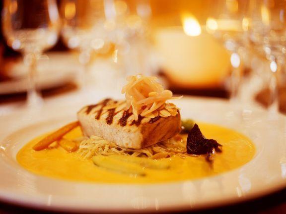 Thunfisch mit Safransauce ist ein Rezept mit frischen Zutaten aus der Kategorie Meerwasserfisch. Probieren Sie dieses und weitere Rezepte von EAT SMARTER!