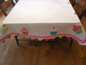 Cupcake Tablecloth idea