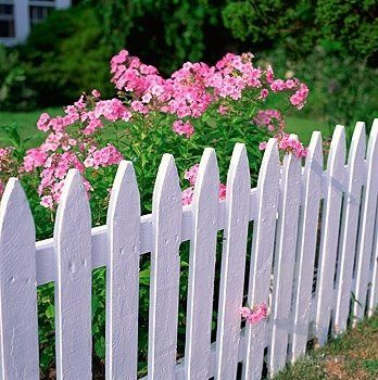 25 best ideas about white picket fences on pinterest for Pallet picket fence