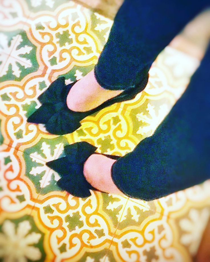Edited with: @leaklyapp  _  #heels #shoes #highheels #high #shoe #instashoes #fashionblogger #fashionshow #fashionista #fashionable #fashionweek #fashiondiaries #model #model #beauti #stilettos #boots #footwear #sandals #brogues #laces #shoesoftheday #platforms #sneakerporn #leaklyapp #shoeporn #fashion #swag #instagood #walklikeus Achtung...No Windy weather please!!