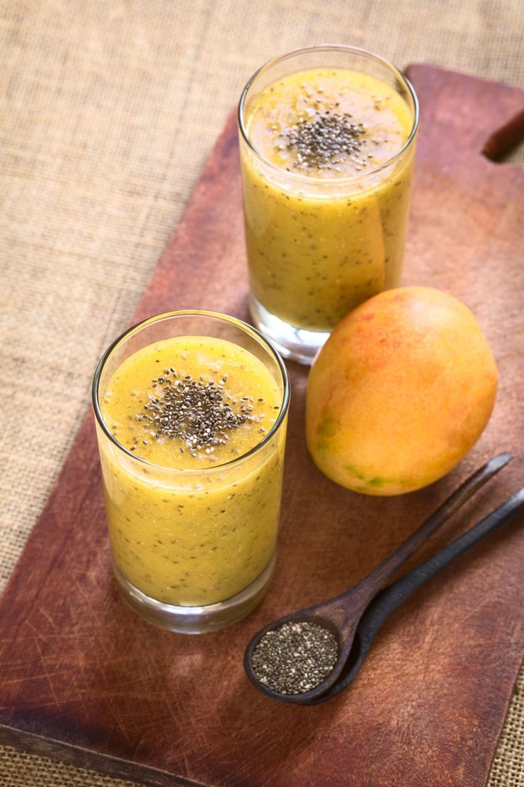 Bardzo prosty wegański PUDDING Z MANGO I NASIONAMI CHIA to przepis na lekkie, szybkie i bardzo zdrowe śniadanie.