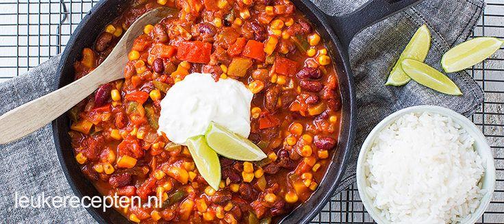 Chili con carne is met vlees, maar ken jij ook al Chili Sin Carne? Dit is bijna hetzelfde gerecht, maar dan zonder vlees.