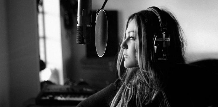 Estrenamos el videoclip de '100 metros', lo nuevo de Amaia Montero