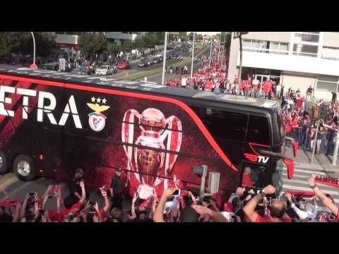 Cânticos   E o Benfica é Campeão - Chegada do Autocarro ao Bessa