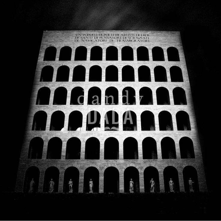 """Eur L'opera """"Eur"""" di Massimo Margagnoni appartiene alla collezione """"Roma"""". Roma è sempre magica sia di giorno che di notte. Nella collezione """"Roma"""" il fotografo Massimo Margagnoni immortala alcuni dei simboli della città eterna. Un tour pervaso dalla dimensione del ricordo inteso come grande luogo ricco di contenuti estetici da rivalutare. La fotografia, come una bussola, spinge il fotografo a solcare la forma e la luce."""