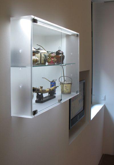VISLUM vitrina a medida de metacrilato con luz LED