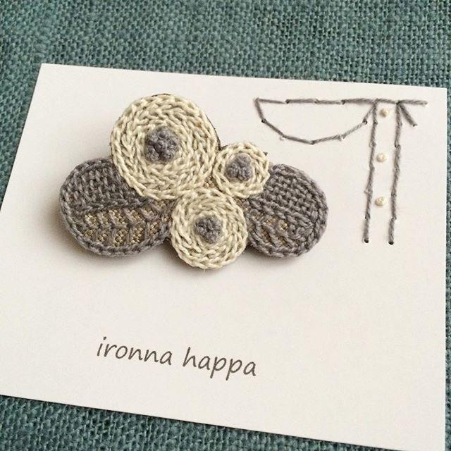 Instagram media by ironnahappa - * 花かざり。 ・ ・ ・ 台紙のこの刺繍、何かわかるかなぁ。 ペリカンじゃないのです。 ぷぷぷ。 ・ ・ その後、ナオさんに聞いたら「子葉!」とのことでした。 ぷぷぷ。 ・ ・