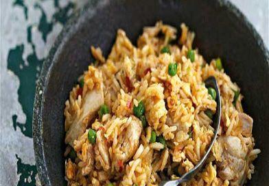 Çin Usulü Kızarmış Pirinç, Çin mutfağının klasikleşmiş tariflerinden. Bu tarif hem sebze, hem karbonhidrat hem de protein açısından çok zengin. Tarif şöyle;
