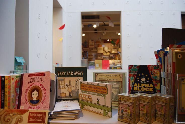 Una librería en medio del caos. La Central de Callao.  Amazing bookshop in center of Madrid, don´t miss it if you travel to the city!!