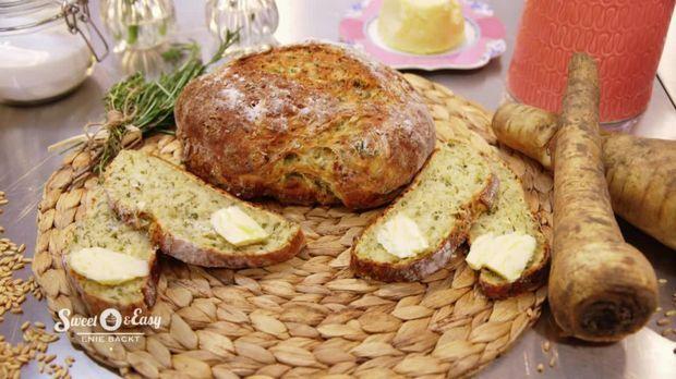 Dieses Käse-Buttermilch-Brot erhält durch den Zusatz von Thymian und Pastinaken eine ganze besondere Note.