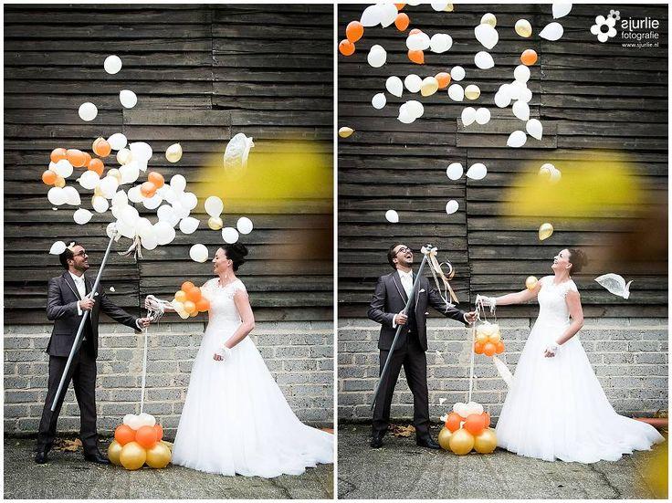 #inspiratie #huwelijk #trouwen #bruiloft #landelijk #vintage #roze #trouwthema #herfstbruiloft #buitenbruiloft #kortetrouwjurk #trouwjurk #styledfotoshoot #bruidsboeket #ladder #appelboom #enveloppendoos #trouwdag #bruidskinderen #schattig #trouwballonnen #groteballonnen #lief #uil #uildietrouwringenbrengt #rozenblaadjes #bruidsjonker #hooibaal #stro #boerderijbruiloft #trouwthemaroze #romantisch #langetrouwjurk #trouwjurkmetkant #vintagekoffer #bruidegommetbril #explodingballoon