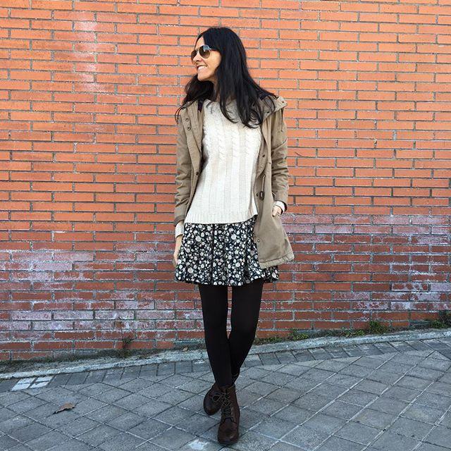 Hola! Hoy sahariana y vestido con jersey superpuesto!  #wearingtoday #whatiwear #wiw #ootd #primark #boots #pullandbear #dress #sfera #pull #lefties #coat #mimundoenlaluna #blogger #streetstyle