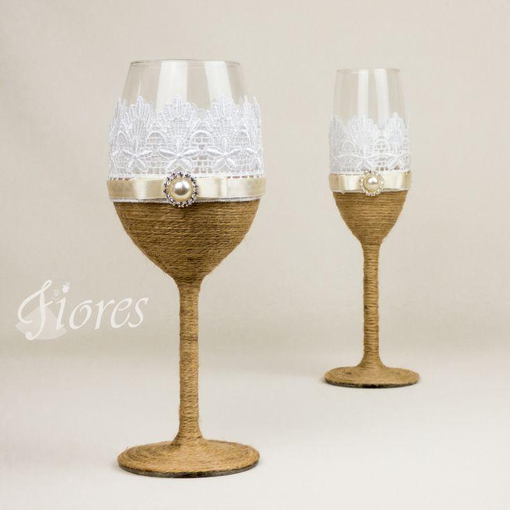 """Vinatge svadobné poháre """"Elegancia""""  jedinečná a my túžime, aby ste sa tak cítili v každej maličkosti. Vytvorili sme pre Vás tento svadobný pohár, ktorý nemusí zostať iba kusom skla, ale verte či nie dokáže o Vás veľa vypovedať."""