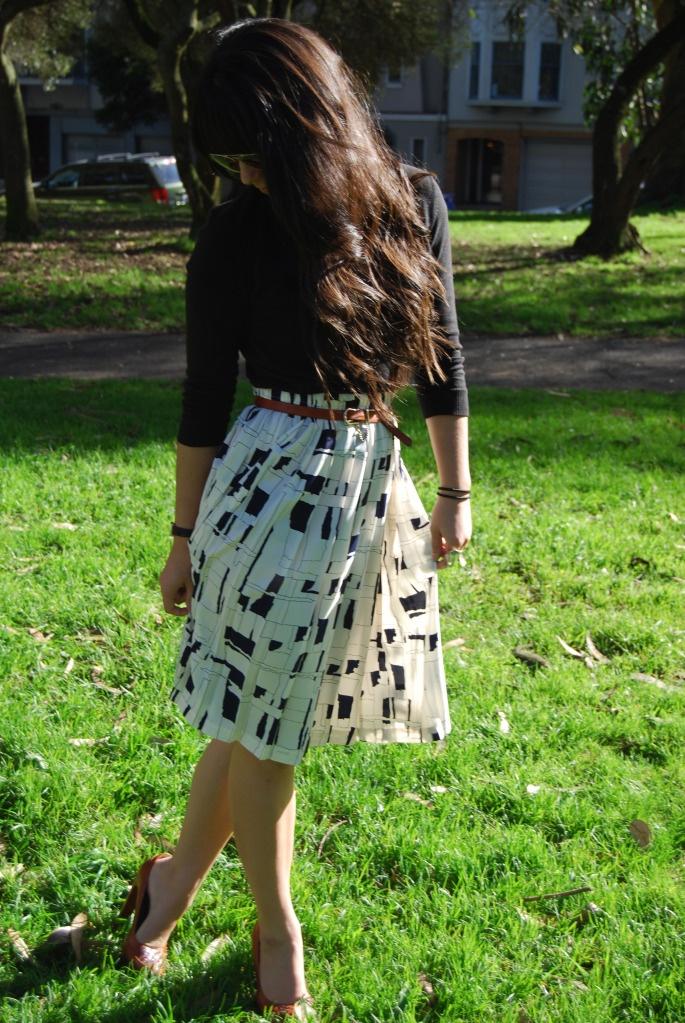 Patterned, belted skirt