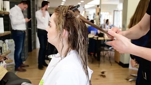 En iyi kuaförlere en iyi keratin ürünü NATURAKERATİN @naturakeratinturkiye Sizde salonunuzda organik sertifikalı natura keratin ürünlerini kullanabilirsiniz.  İletişim: 0212 475 82 26 Natura keratin bakımı tek seansta hasarlı yıpranmış saçları onarır bakım yapar. Natura keratin Brezilya fönü ürünü tek seansta kıvırcık saçlarda 6 aya kadar düzleştirme sağlar. Mekan: @themostkuafor #natura #naturakeratin #naturakeratinturkiye #keratin #keratinbakım #brezilyafönü #saç #keratinbakim #saçkesimi…