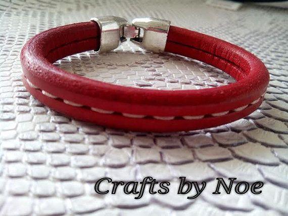 Pulsera cuero regaliz rojo por Craftsbynoetienda en Etsy