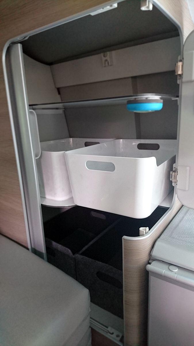 Es muss nicht immer aus dem Campingshop und auch nicht das original vom freundlichen sein. Vieles kann (überhaupt) mit günstigen Artikeln von IKEA gelöst werden. Die #DIY IKEA #bushacks vom kleinen, grossen Bus zeigen euch, wo und womit. IKEA #Bushack Nr 1:...