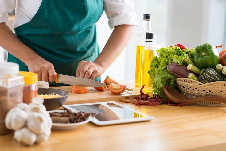 Sabia que a maioria dos casos de intoxicação alimentar é causada pelo manuseamento e/ou por uma preparação incorreta dos alimentos? Veja tudo o que precisa de saber para fazer uma alimentação segura.