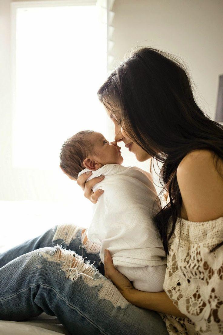 Locker eingewickelt in ein Wraptuch. So fühlt sich das Baby sicher und hat Halt. Ist somit ideal zum Kuscheln mit der Mama.