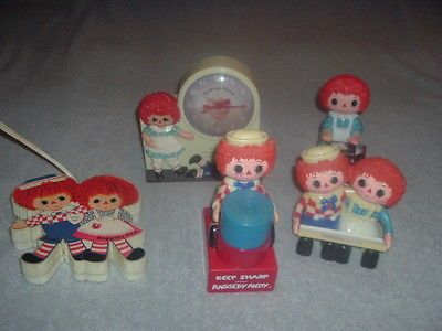 Janex 1974 Wind-Up Raggedy Ann Andy Talking Alarm Clock & Executive Desk Set.