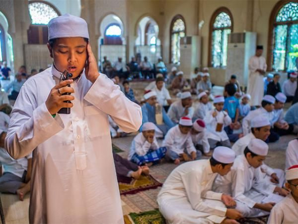Зачем после совершения фарз-намаза люди меняются друг с другом местами? | Ислам в Дагестане