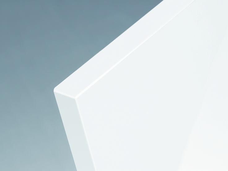 новая лазерная кромка (правда, только на тех фасадах, где это технологически возможно). Фасады с такой кромкой смотрятся цельно, стильно и дорого. Кроме того, она предотвращает попадание пыли в микрощели и продлевает срок службы.