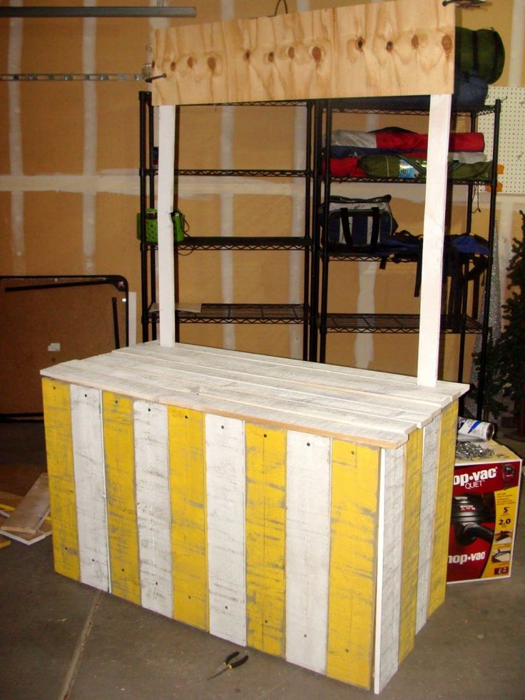 build a vintage lemonade stand...this would be cute to set up at our garage sales.....lemonade, water, cookies.