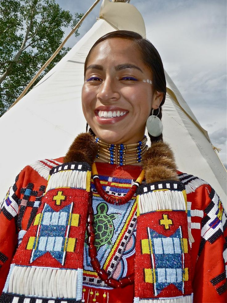 the cherokee indians Cherokee indians the cherokee indians were once one of the five largest native american tribes living in the continental united states their numbers have dwindled over the years, but there are still thousands of people descended from the original tribe.