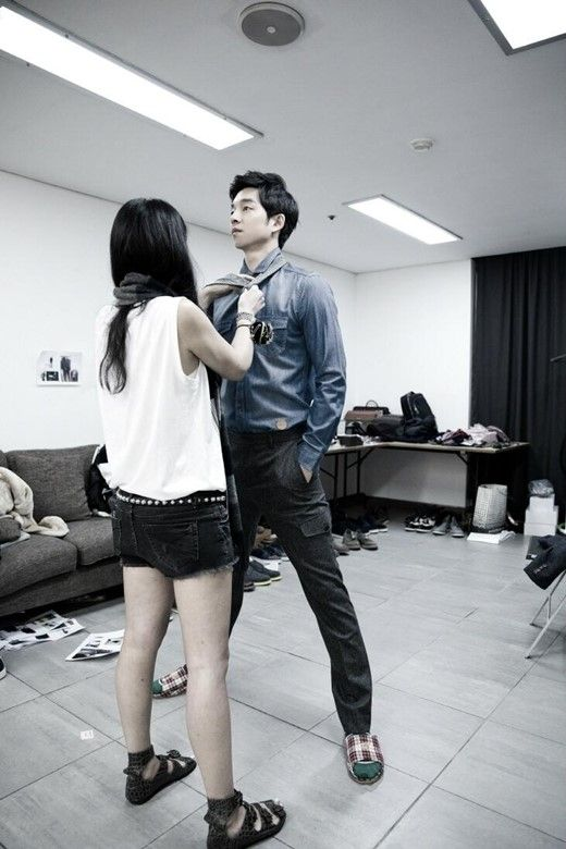 """""""Manner Legs"""" - as demonstrated above by Gong Yoo, is when a tall male celebrity stretches his legs apart to match the height of female celebrities or staff. He once again proves his lovable nature on- and off-screen through the candid photo.Thanks for being a great role model Gong Yoo!"""