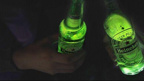 Heineken lanza la primera botella de cerveza interactiva