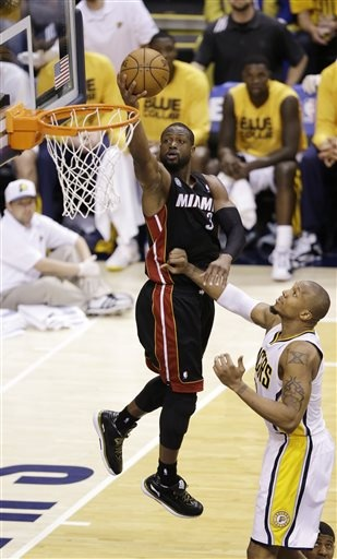 D-Wade with an easy lay-in.