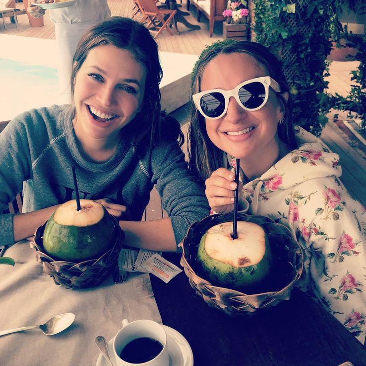 """Dasha Zhukova JENNIFER MEYER (@jenmeyerjewelry) on Instagram: """"Breakfast with my coconut 🇧🇷😘 @mamasinthebuilding x"""""""