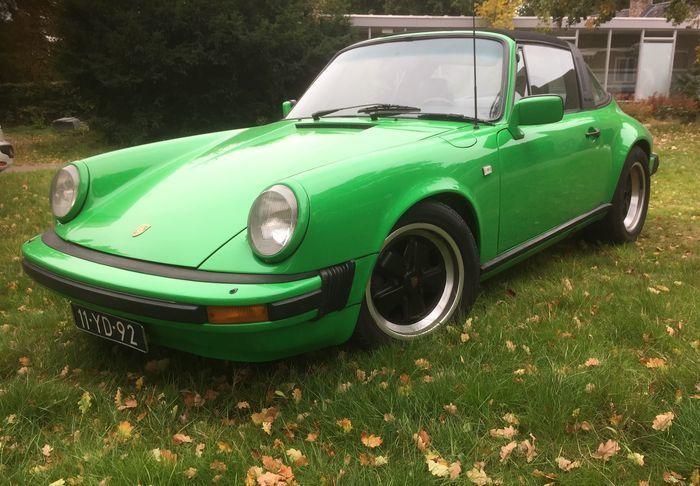 Porsche - 911S Targa 2.7 liter - 1976  Fantastisch mooie originele Porsche 911S uit 1976 uit eigen collectie.wegens aanschaf 911-3.0-Carrera-1976.Blikvanger en echte rijdersauto! wordt nog wekelijks gebruikt.Deze auto is in 2014 rijdend ingevoerd vanuit Zweden was lid van Porsche Club SverigeAuto was en is praktisch roestvrij met normale gebruikssporen zoals het hoort bij een auto van deze leeftijd!Was in de jaren 80 overgespoten in blauw/grijs omdat signaalkleuren uit de mode waren…
