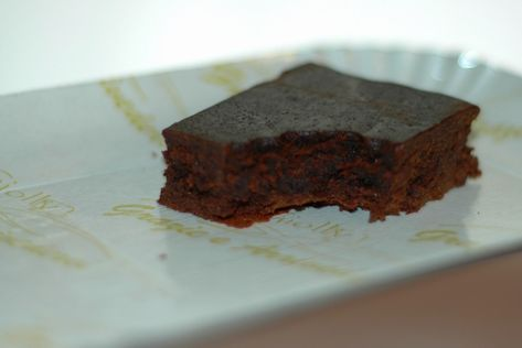 La Torta Barozzi è un dolce nato dalla creatività di Eugenio Gollini, bisnonno degli attuali proprietari della Pasticceria Gollini a Vignola.