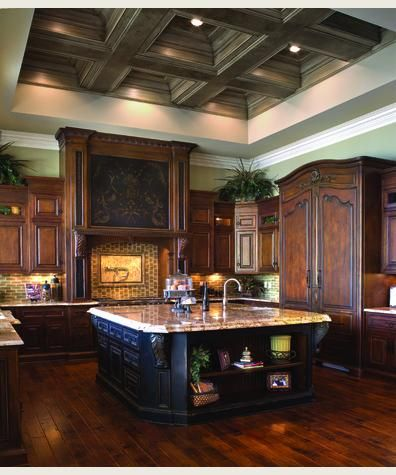 Love the dark cabinets..and the beams omg❤