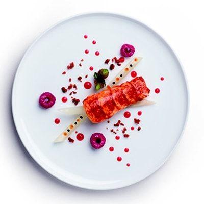Homard, vinaigrette framboisée, salsifis confits au caviar impérial