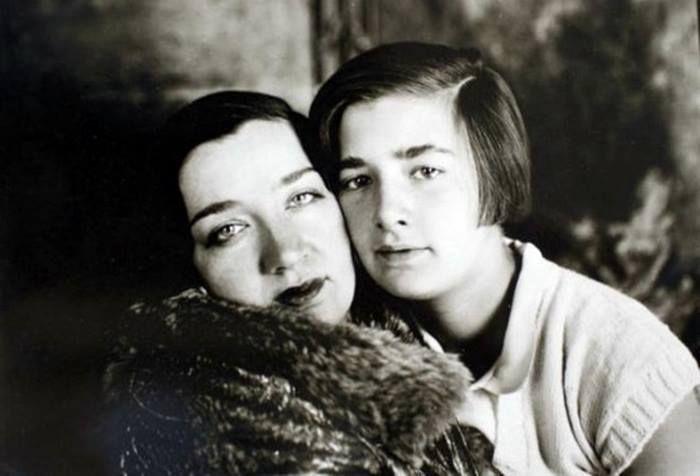 1930lar Haseki Hürrem sultanın torunu Naciye Sultan ve kızı Mahpeyker