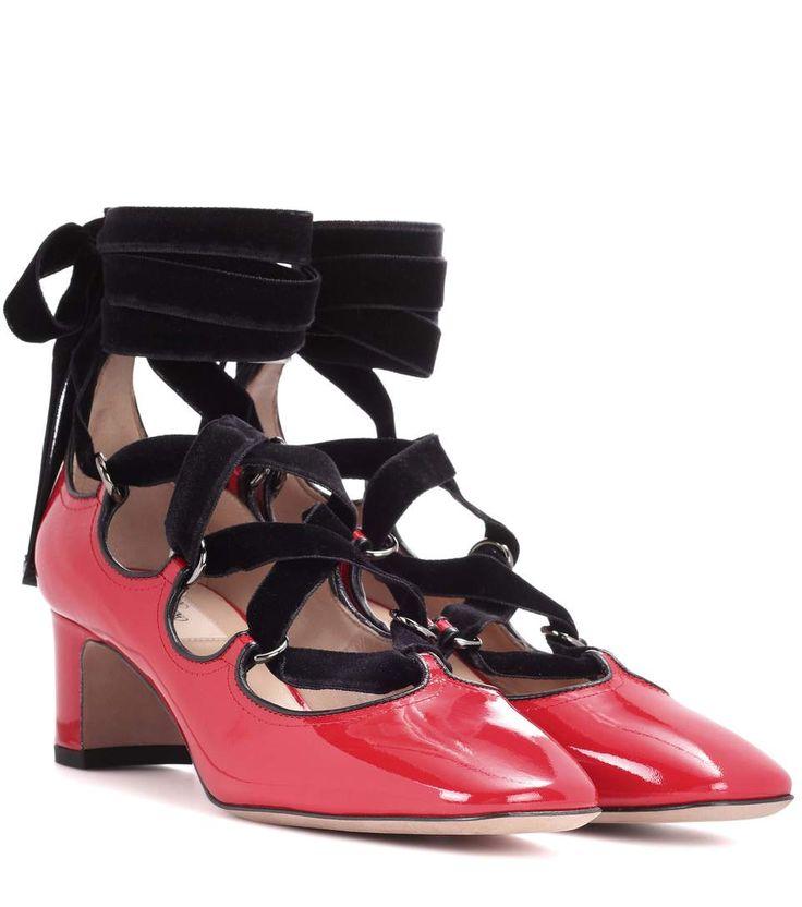 Valentino Garavani - Escarpins en cuir verni rouge à lacets en velours noir