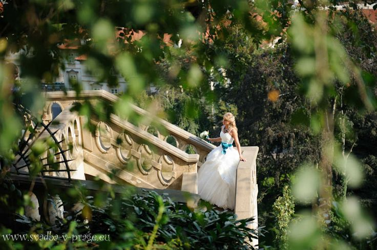 Bride at Ledeburska Garden in Prague