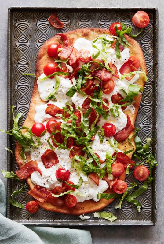 BLT Flatbread from www.whatsgabycooking.com - the best flatbread that you'll ever made and BONUS - there's a whole lotta burrata cheese on top :) (@whatsgabycookin)