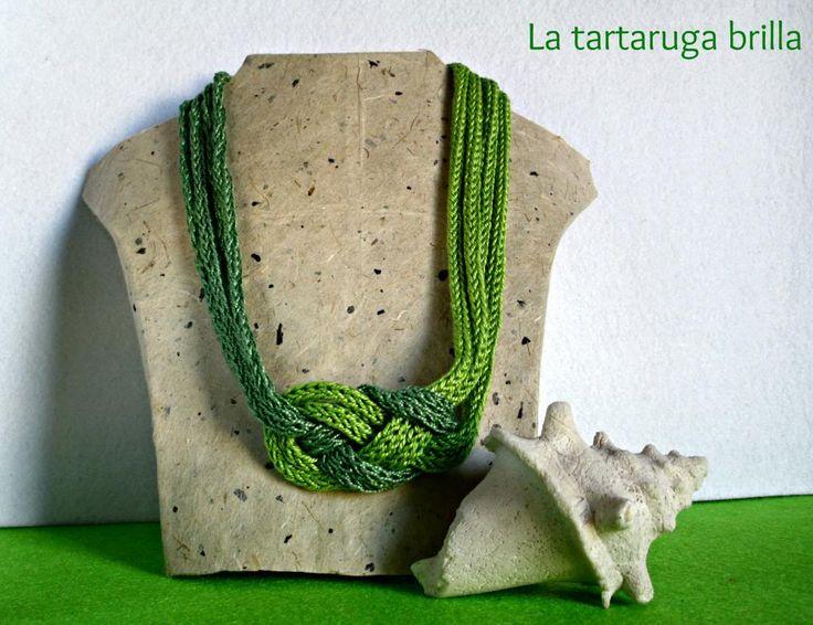 La tartaruga brilla: Collana in tricotin